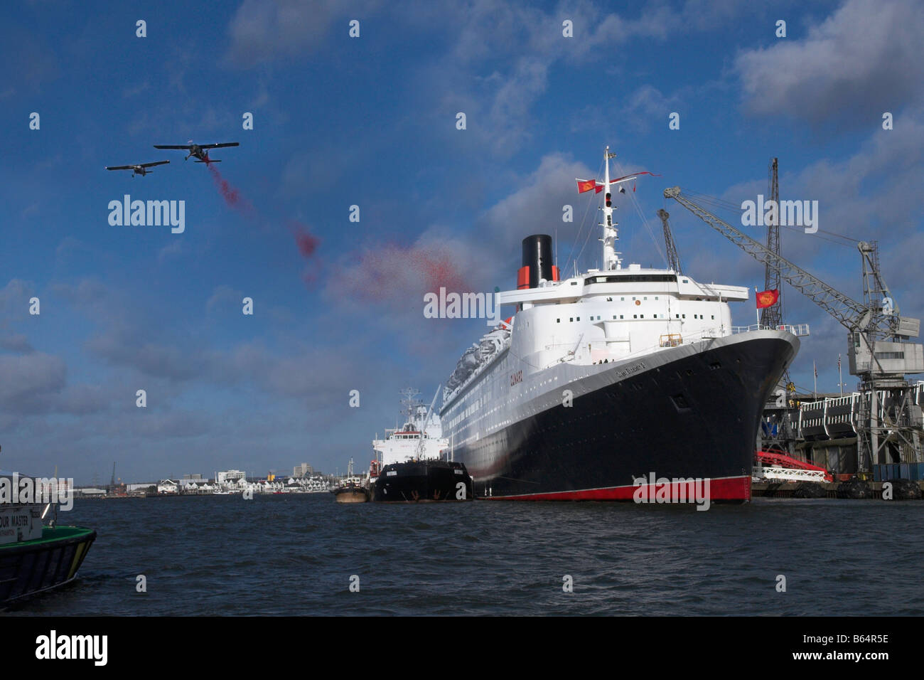 Poppies Being Dropped on the QE2 in Southampton Docks - Stock Image