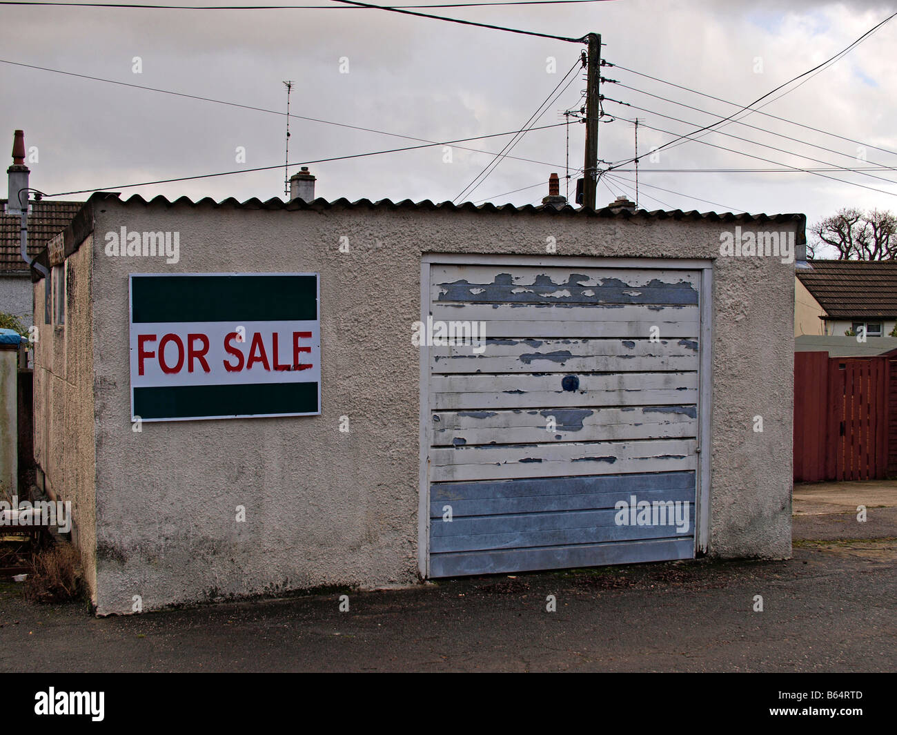 an old lock up garage for sale in hull,yorkshire,uk - Stock Image