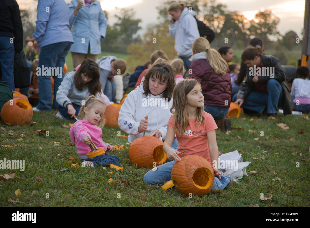 Families carve pumpkins at the 2008 Shenandoah Valley Hot Air Balloon and Wine Festival in Millwood, Virginia - Stock Image