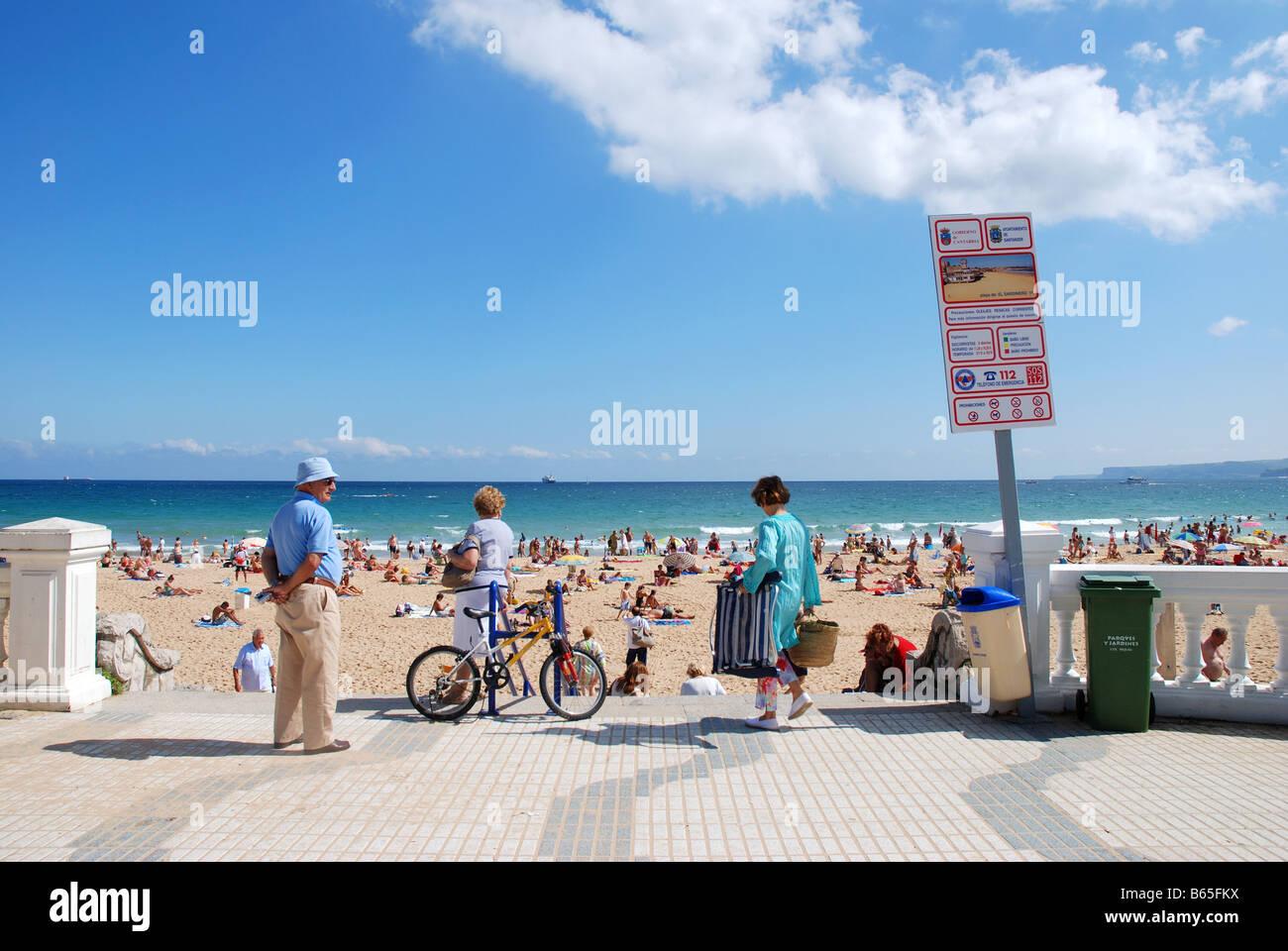 People on El Sardinero beach. Santander. Cantabria province. Spain. - Stock Image