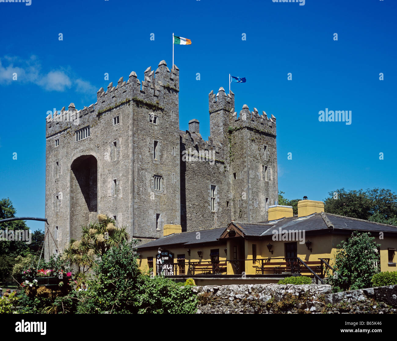 1379 Bunratty Castle Co Clare Republic of Ireland Stock Photo