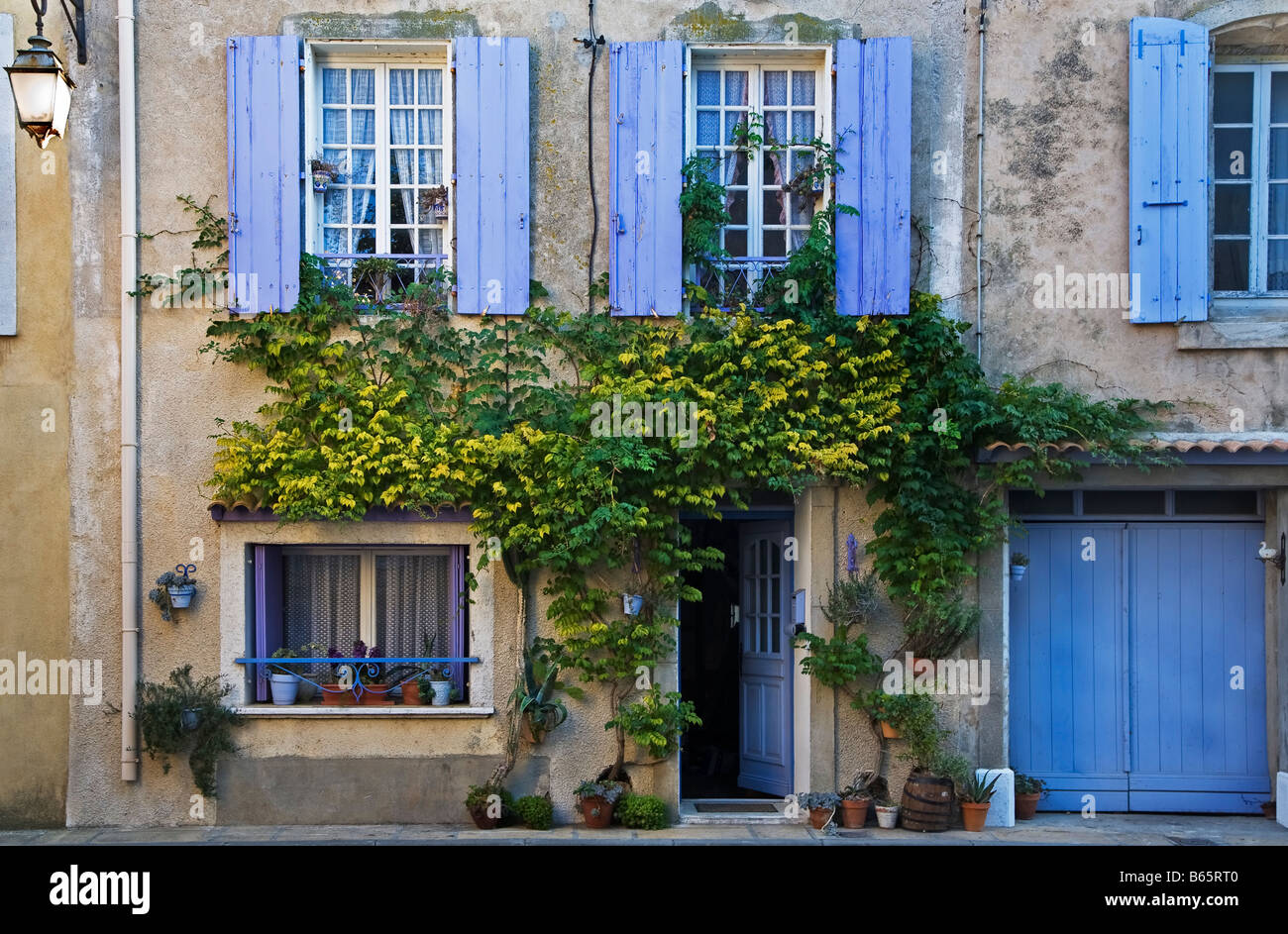 Traditional Old French Village House with Blue Shutters, Gruissan, Languedoc Roussillon, France - Stock Image
