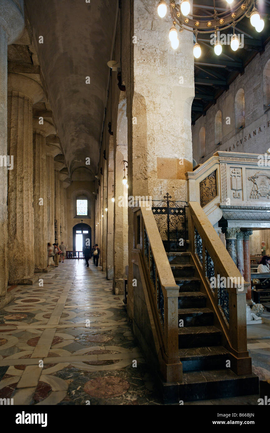 Interior of Syracuse Cathedral incorporating pillars of the Doric Temple, Ortygia, Syracuse, Sicily - Stock Image