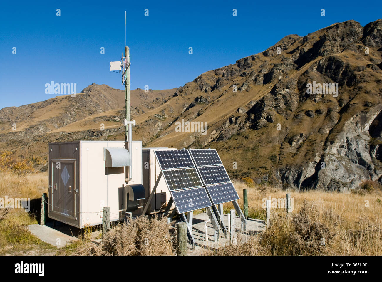 Automated weather station at Maori Point, Skippers Canyon, Central Otago - Stock Image