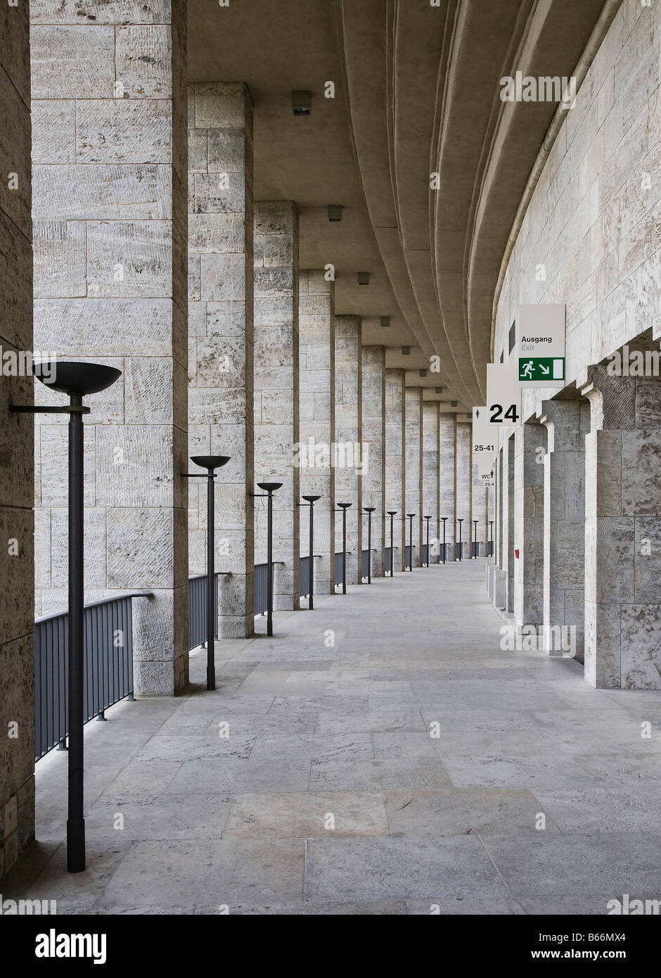 Berlin, Olympiastadion, oberer Umgang nach Osten Stock Photo