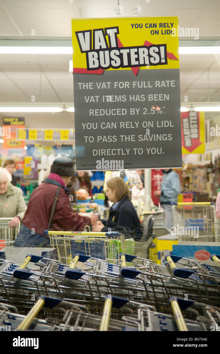 people shopping at Lild discount supermarket with poster announcing the drop in VAT to 15 implemented in December - Stock Image