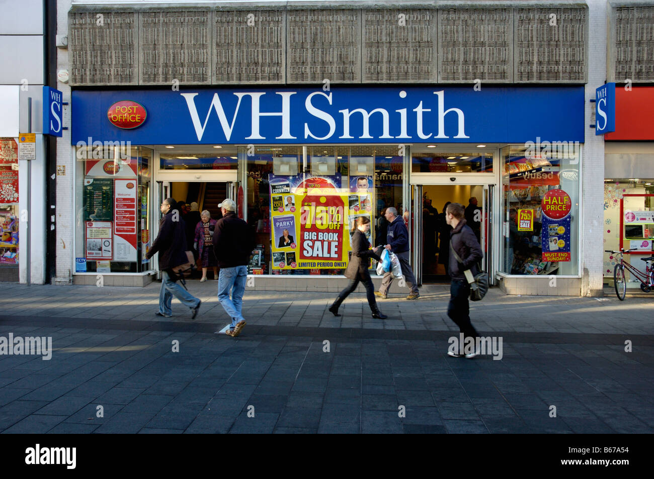 WH Smith newsagent stationers and Post Office on Gallowtree Gate in Leicester City Stock Photo