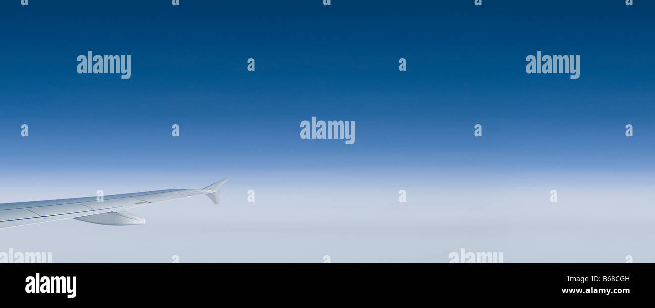 airplane wing plane wing blue sky clouds panorama - Stock Image