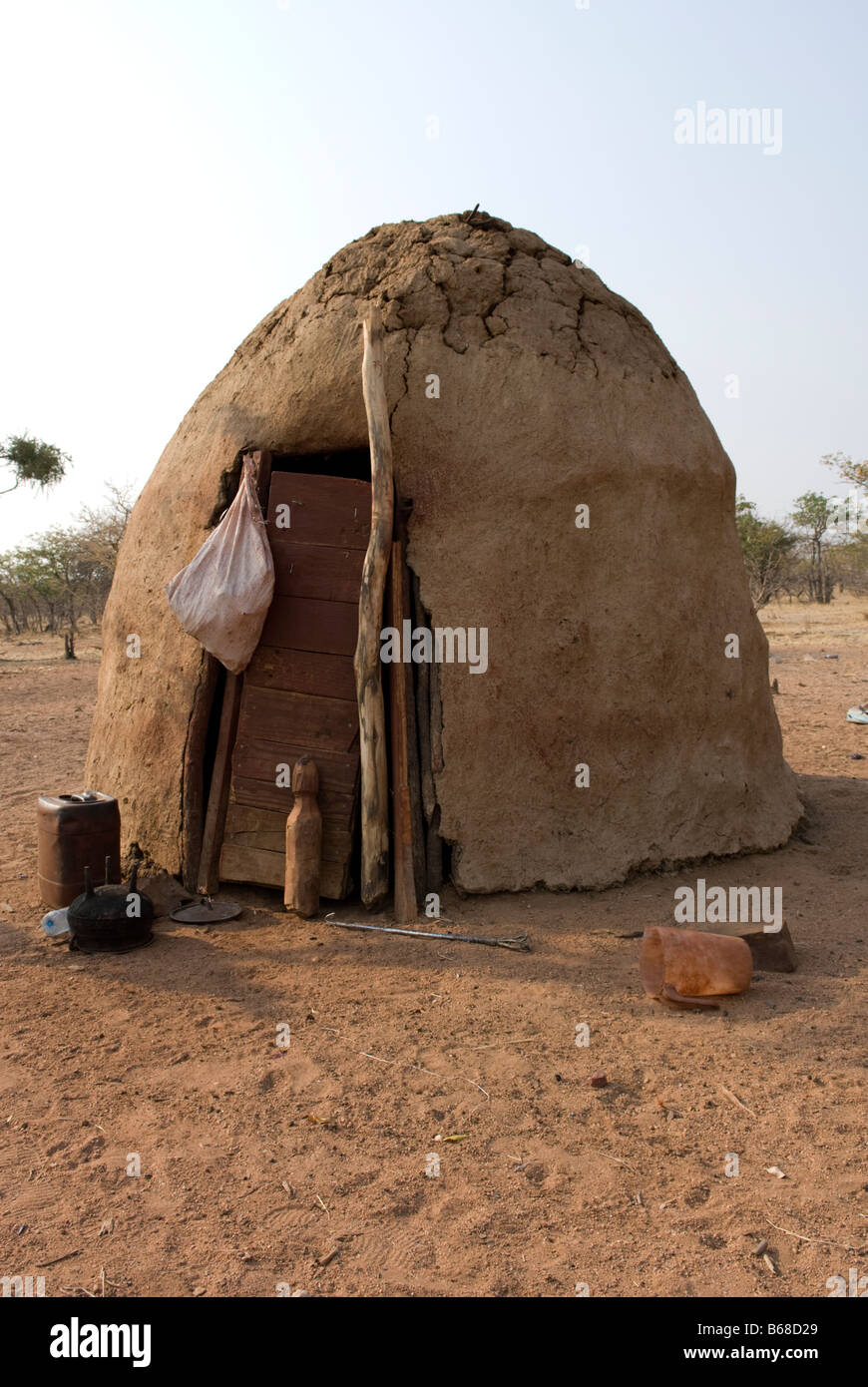 Traditional village huts built from mud and dung at the Himba Oase Village near Kamanjab Namibia Africa - Stock Image