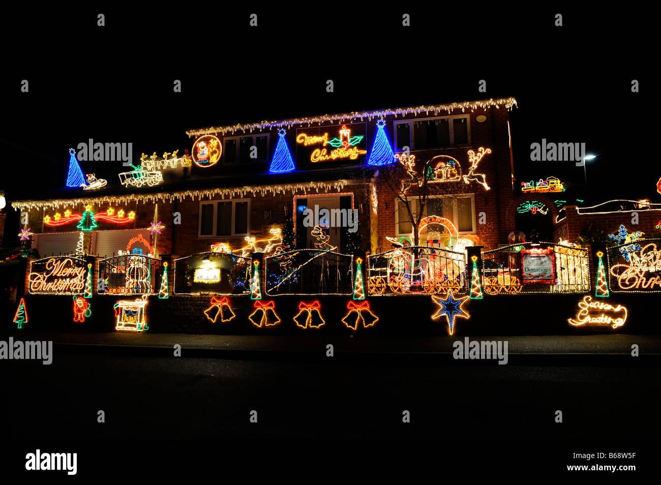 House Christmas Lights Outside Uk Stock Photos & House Christmas ...