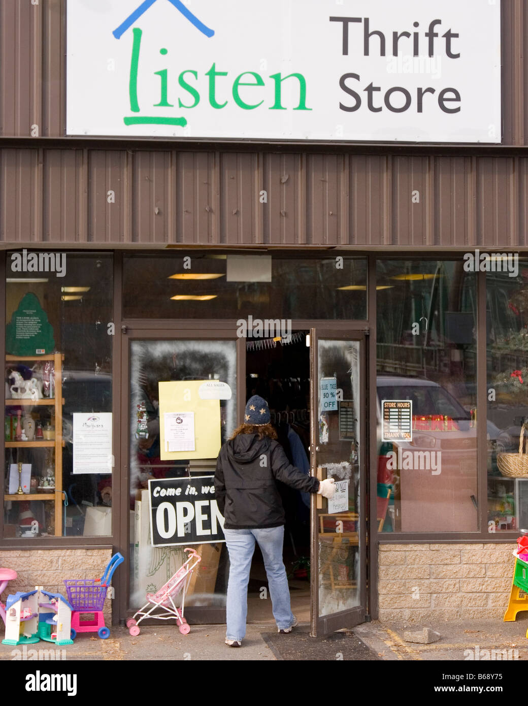 Charity shop, thrift store, also known as second hand store. - Stock Image