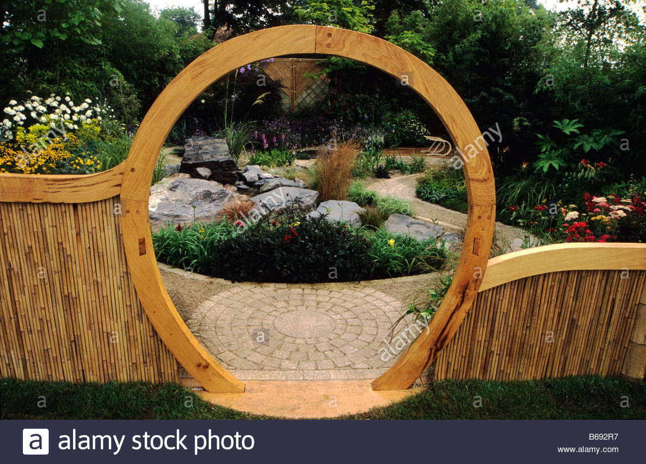 Hampton Court FS 1999 Feng Shui Garden Design Pamela Woods Wooden Moon Gate  By James Showers Bamboo Fence