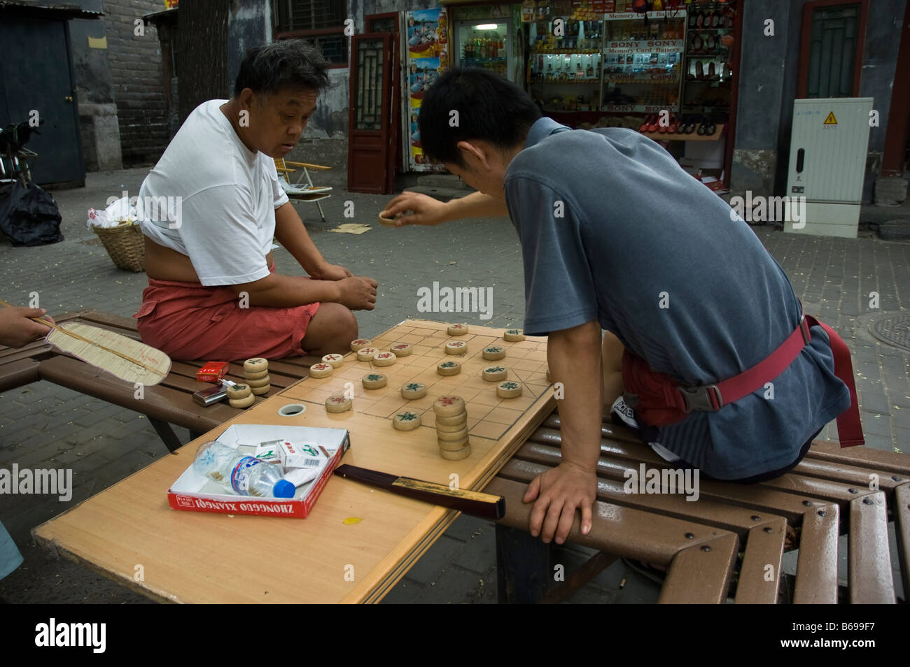 Two men playing chinese chess (xiangqi) - Stock Image