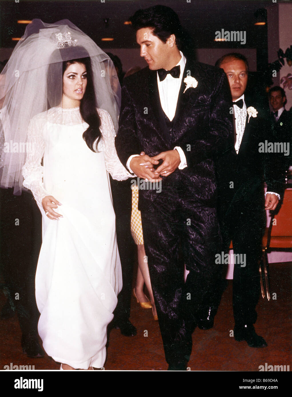 elvis presley marries priscilla 1 may 1967 at the aladdin