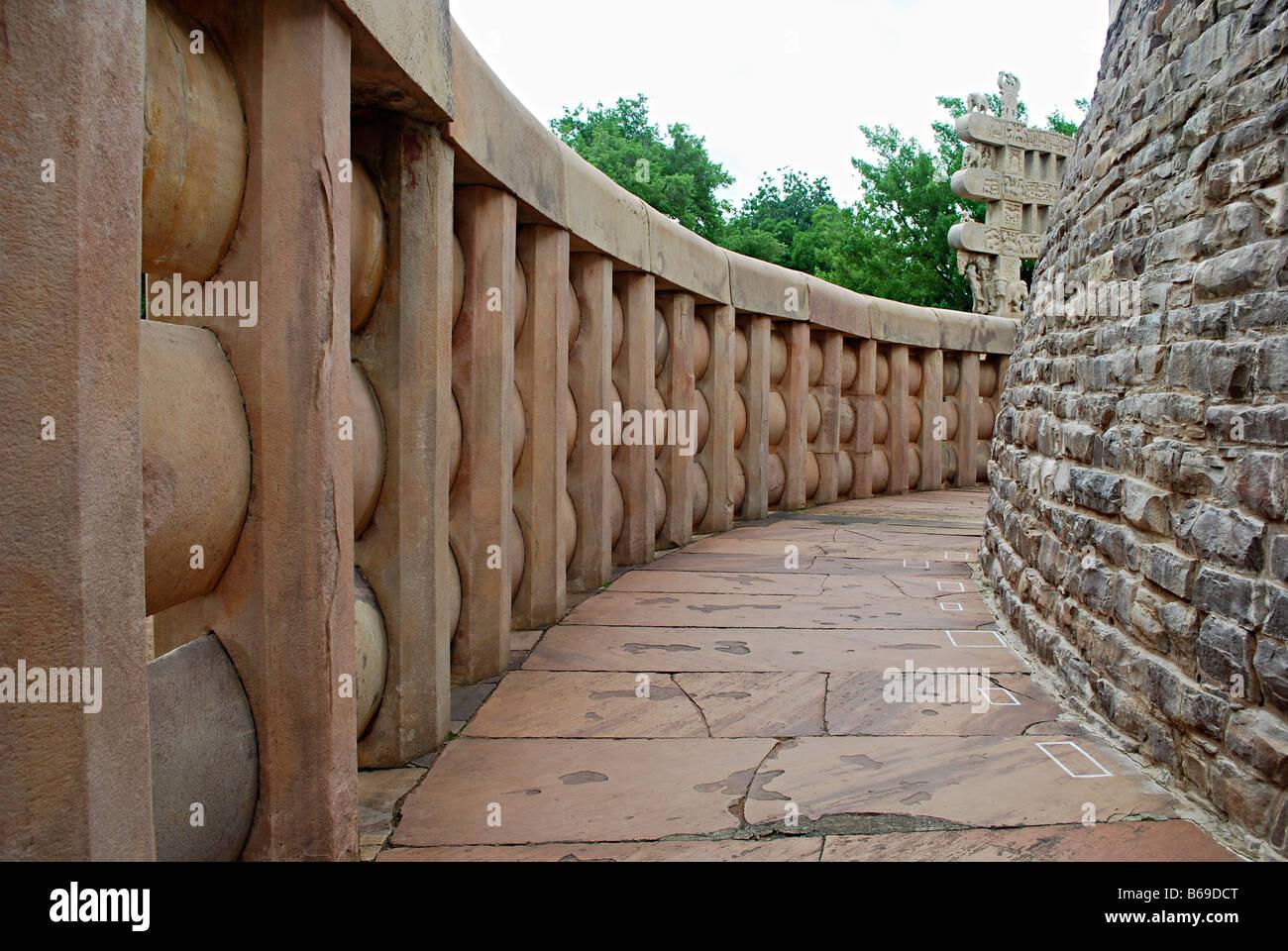 Stupa 1 or Great Stupa : Balustrade , Sanchi, Madhya Pradesh, India. - Stock Image