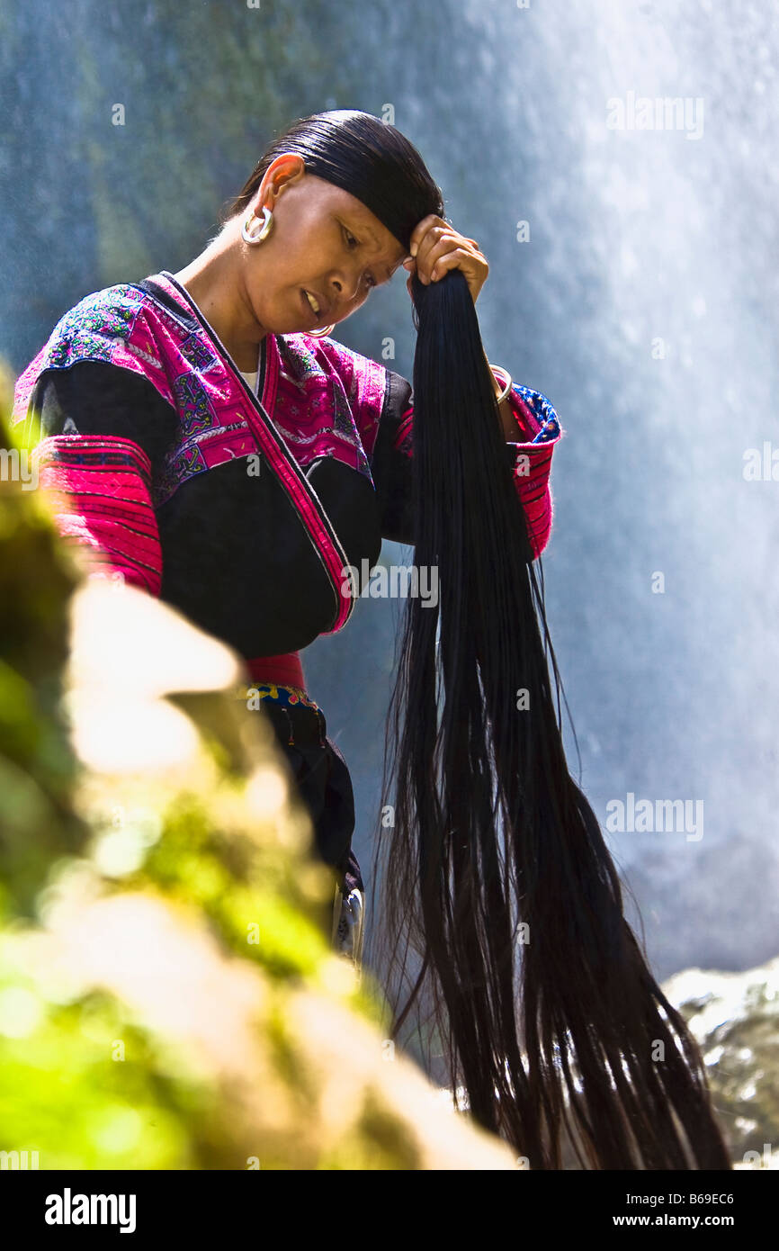 Mature woman holding her wet hair, Jinkeng Terraced Field, Guangxi Province, China - Stock Image