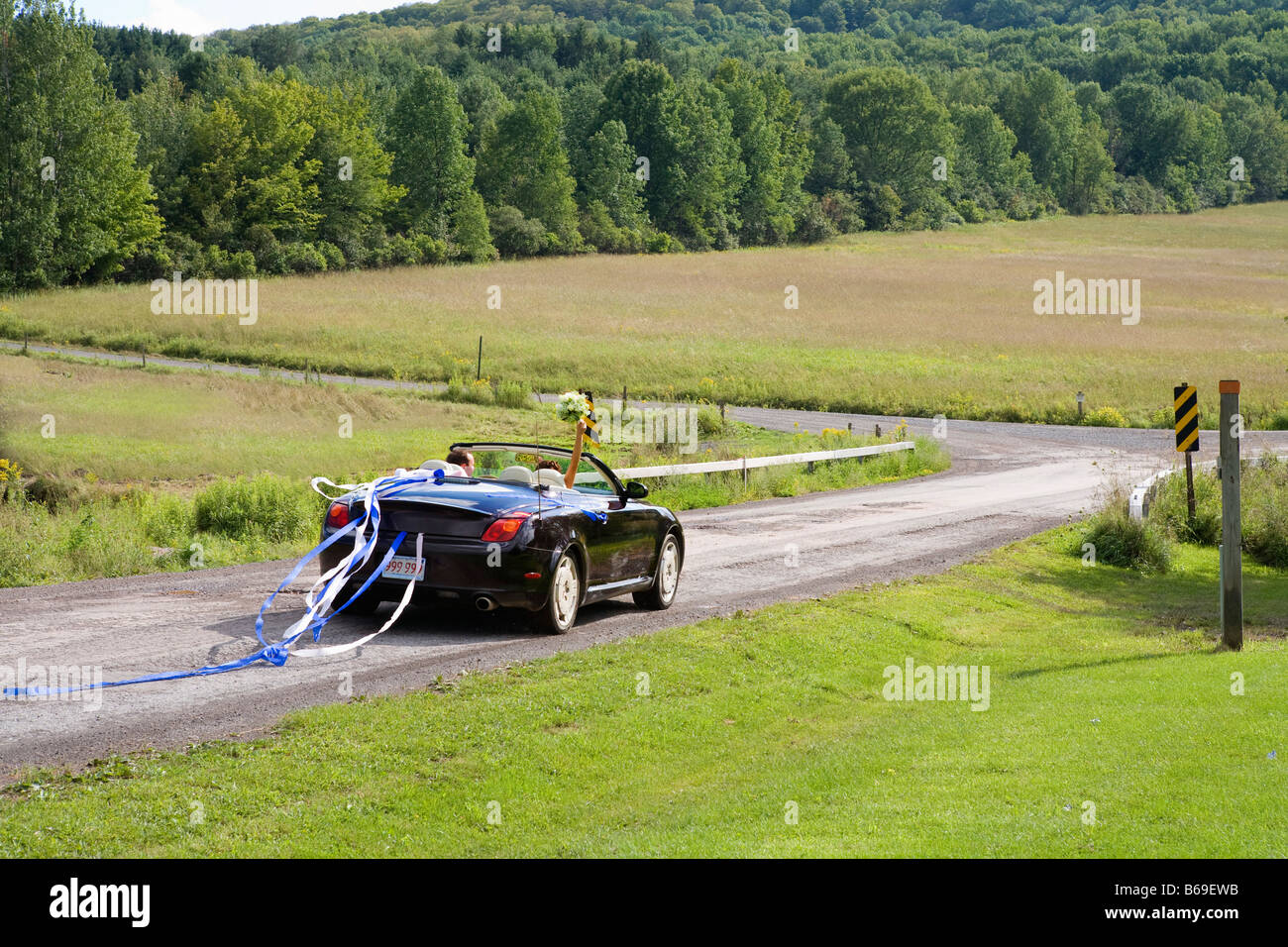 Newlywed couple in a car, East Meredith, New York State, USA - Stock Image