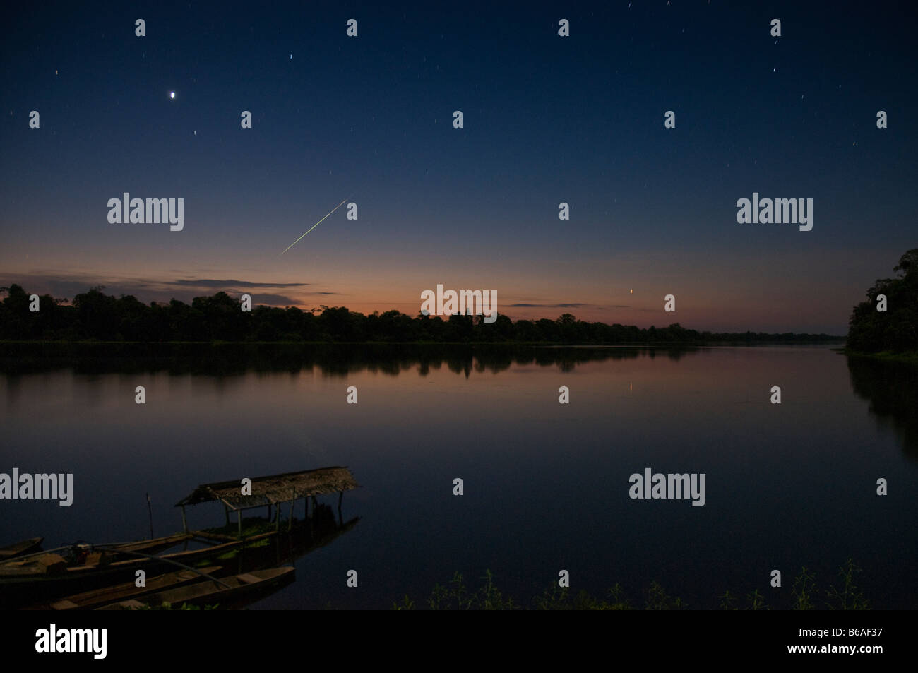 Lago El Dorado, Pacaya Samiria National Reserve at night with shooting star - Stock Image