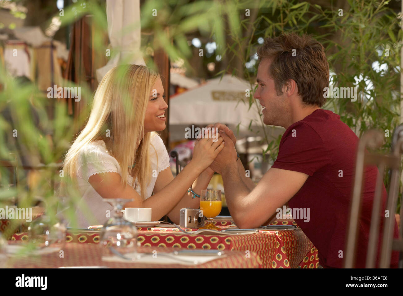 Couple in french market cafe - Stock Image