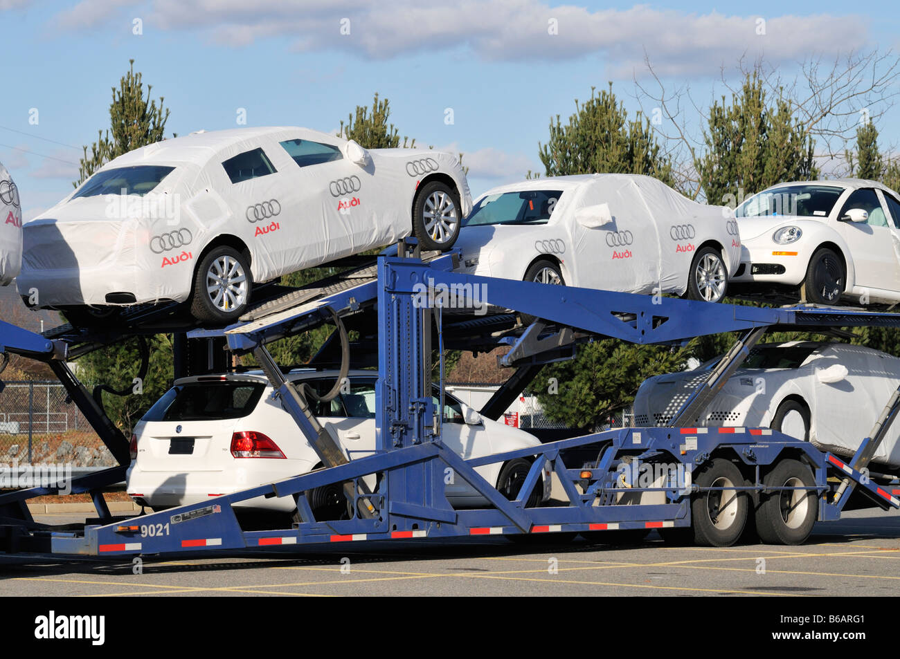 Car carrier with Audi and Volkswagen cars - Stock Image