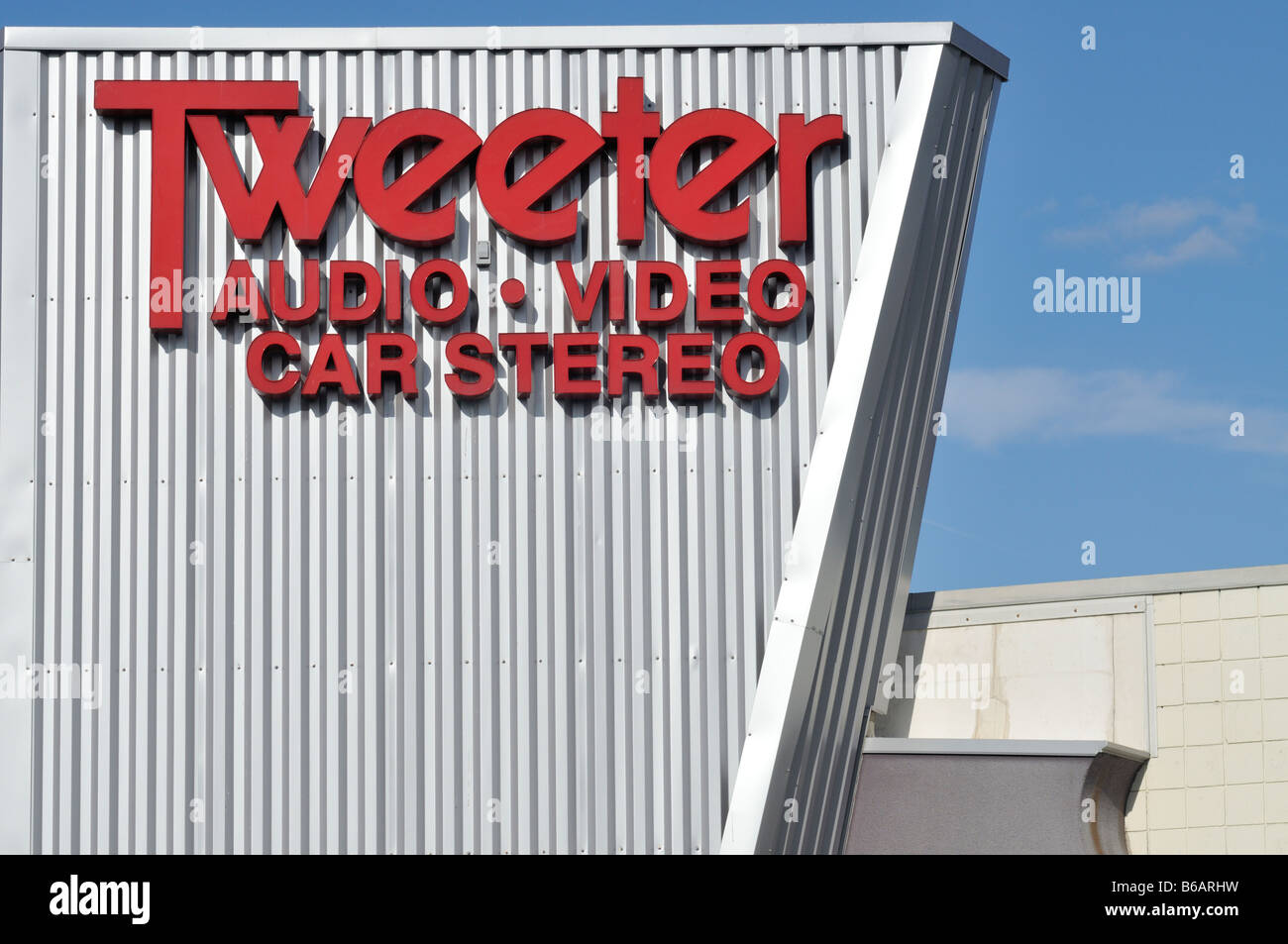 Tweeter store sign on building exterior. - Stock Image