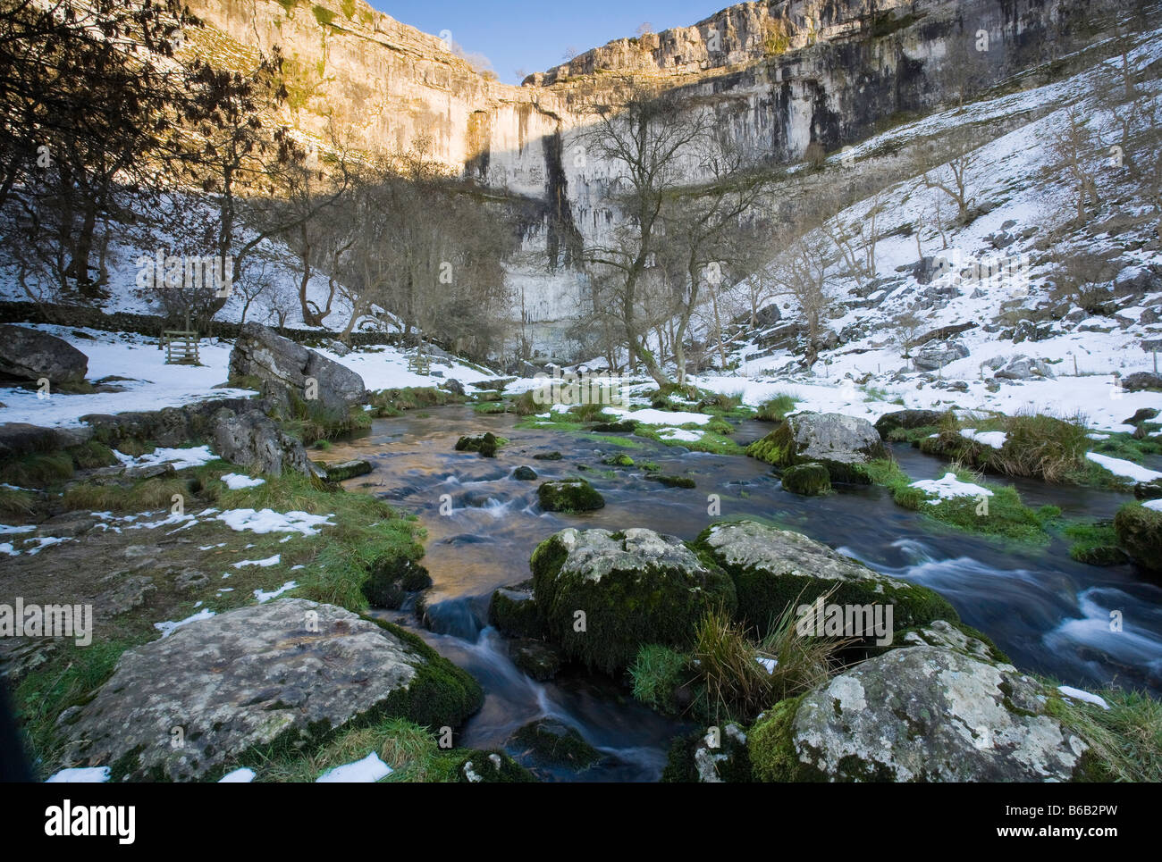 Early Winter Snow Malham Cove Malhamdale Yorkshire Dales - Stock Image