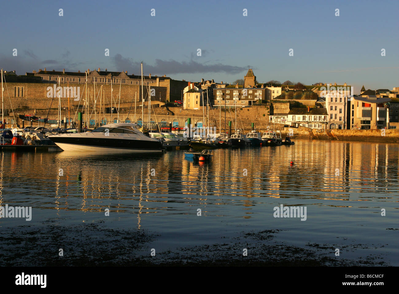 The barbican in Plymouth, Devon, with Queen Anne's Battery Marina in the foreground. - Stock Image