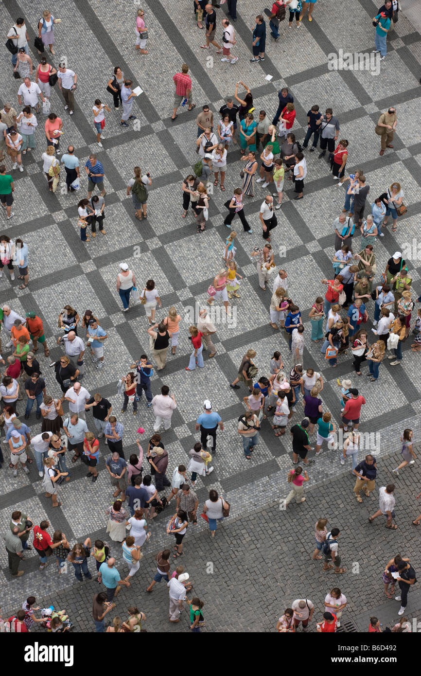 ABOVE GROUP PEOPLE CROWD OLD TOWN SQUARE STAROMESTSKE NAMESTI PRAGUE CZECH REPUBLIC - Stock Image