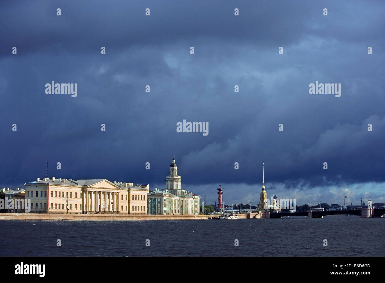 Russia, Saint Petersburg, View on the university at the border of the Neva river. - Stock Image
