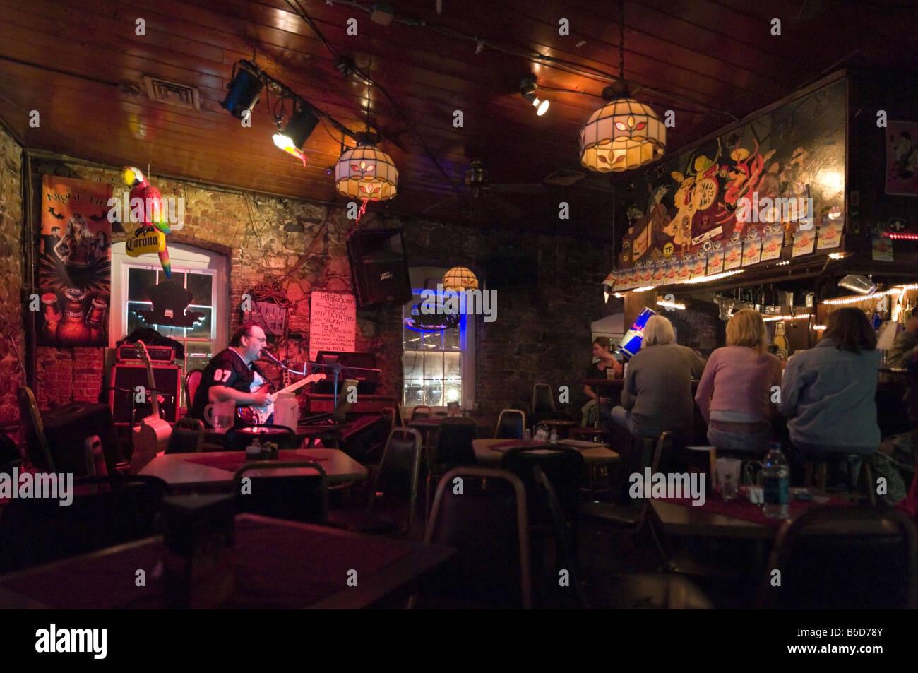 Live music at the Bayou Cafe, Abercorn Street just off River Street, Historic District, Savannah, Georgia, USA - Stock Image