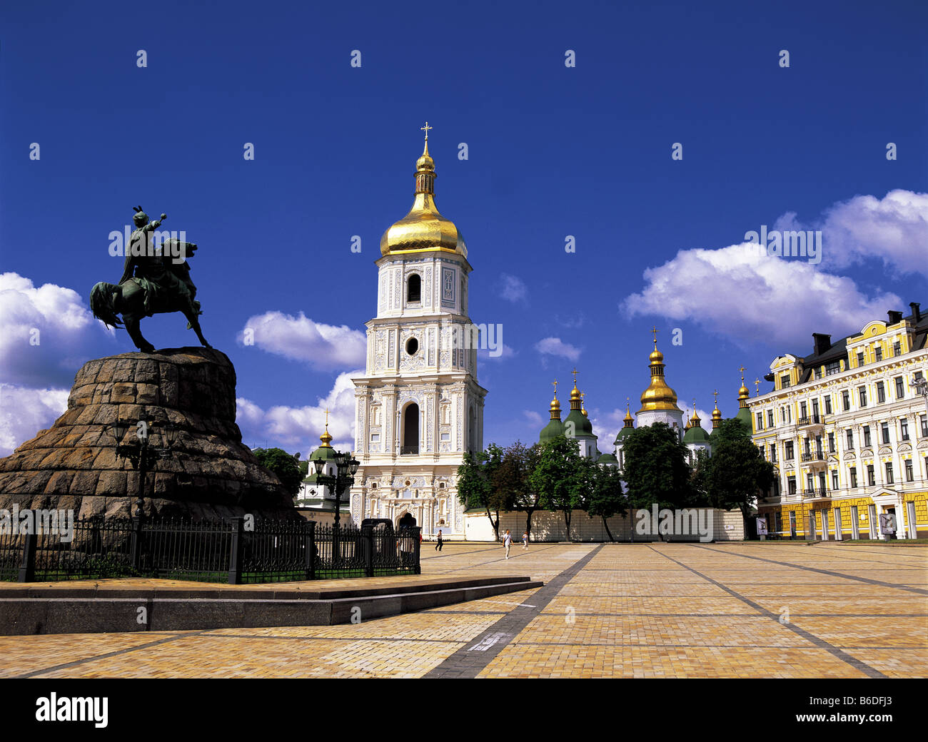 Sofiyska Square and St. Sophia Cathedral, Kiev, Ukraine - Stock Image