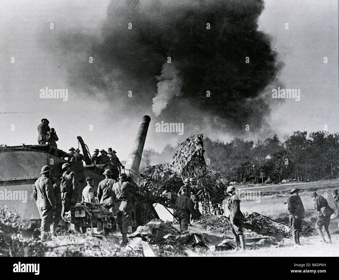 FIRST WORLD WAR American army crew with their 14inch railway wagon mounted gun in the Argonne France in October - Stock Image