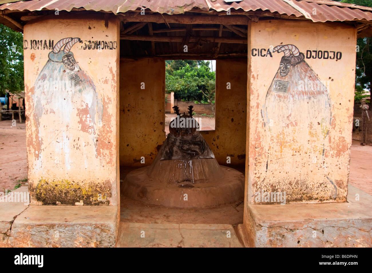 Small voodoo shrine in Abomey, Benin. - Stock Image
