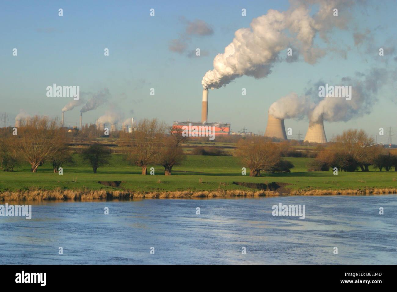 cottam power station on river trent nottinghamshire - Stock Image