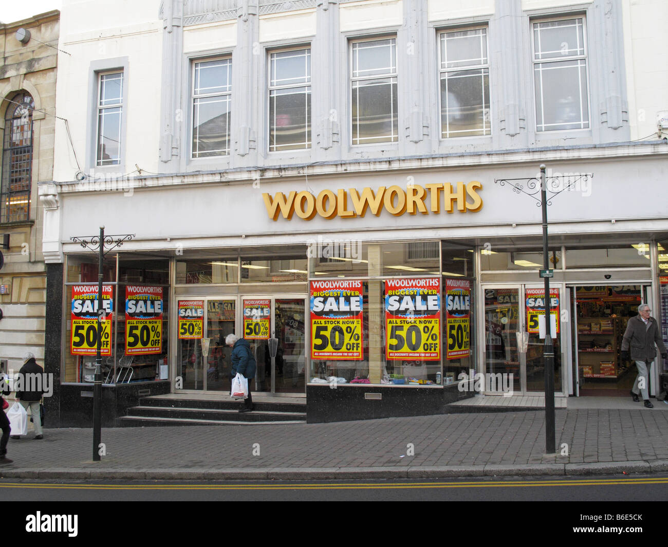Woolworths store in Malvern Worcestershire on the first day of a store closure sale - Stock Image