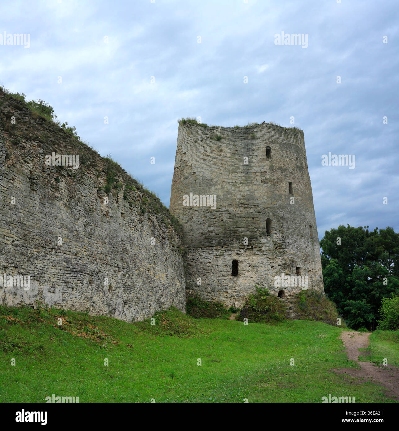 Izborsk fortress, Pskov region: photo and description, history of sights, how to get 47