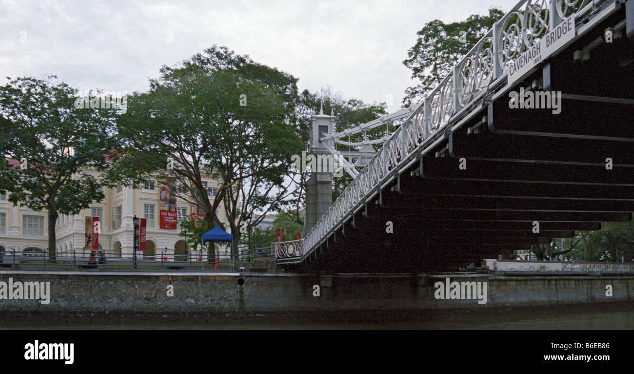 Asian Civilisations Museum and Cavenagh Bridge, Singapore River, Singapore - Stock Image
