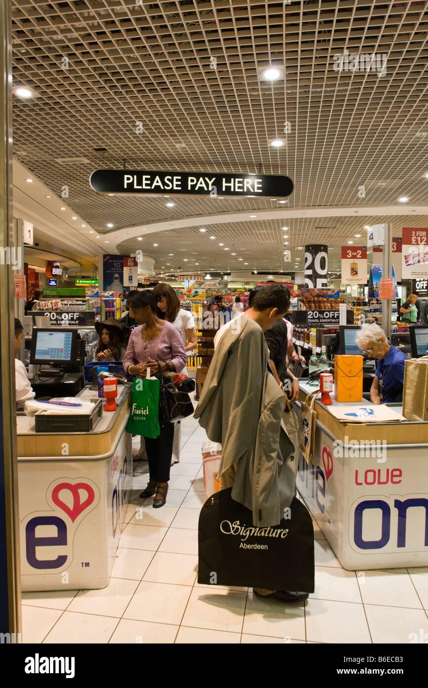 Duty Free Shop, Terminal three departure lounge, Heathrow, London, England Stock Photo