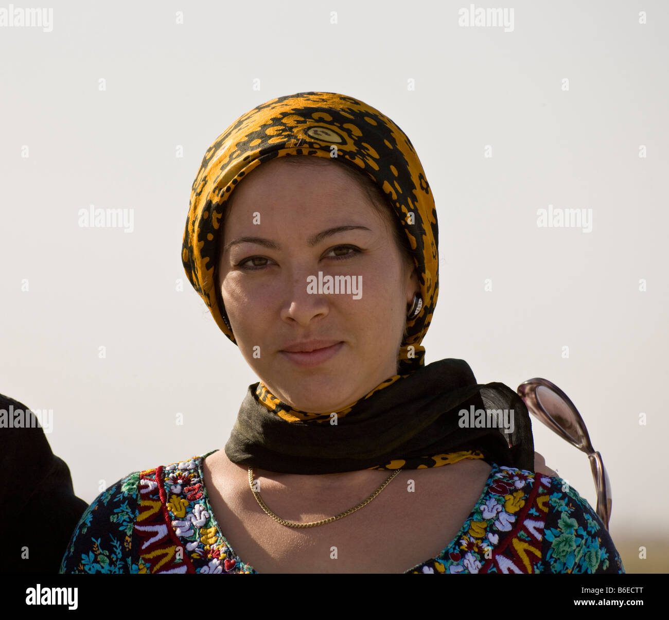 female pilgrim to the shrine of Jamal al-Din, Anau, Turkmenistan - Stock Image