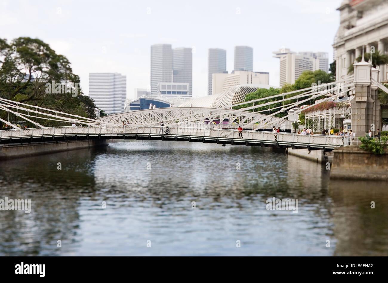 Cavenagh Bridge near Fullerton Hotel Singapore - Stock Image
