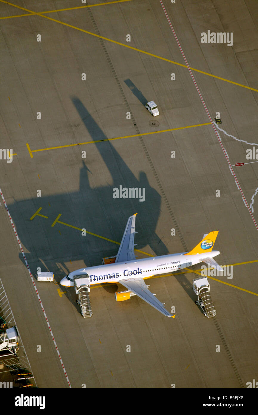 Aerial photograph of the preflight preparation of a Thomas Cook Holidays airplane, Duesseldorf Airport, Rhein-Ruhr - Stock Image