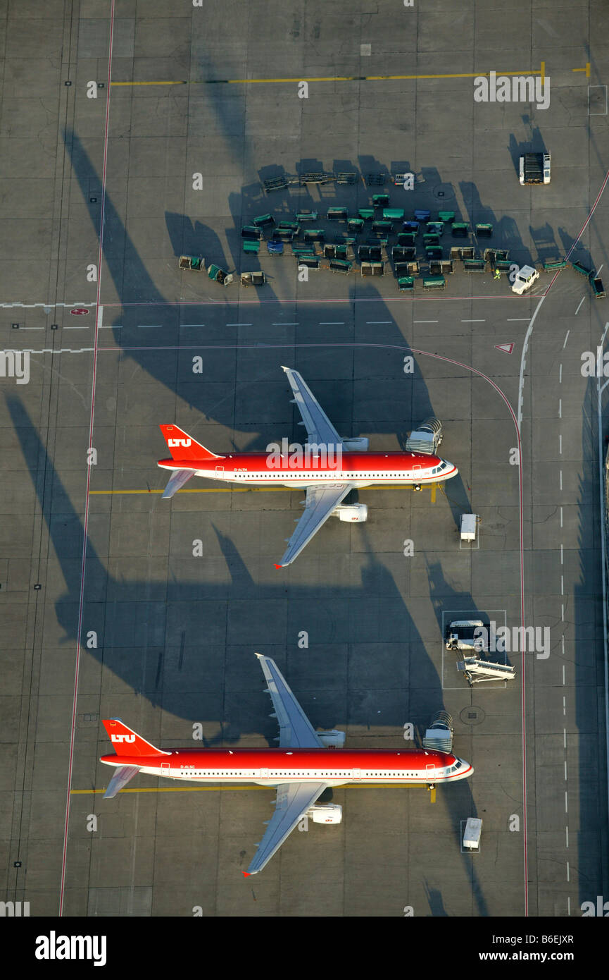 Aerial photograph of the preflight preparation of a LTU Holidays airplane, Duesseldorf Airport, Rhein-Ruhr-Flughafen, - Stock Image