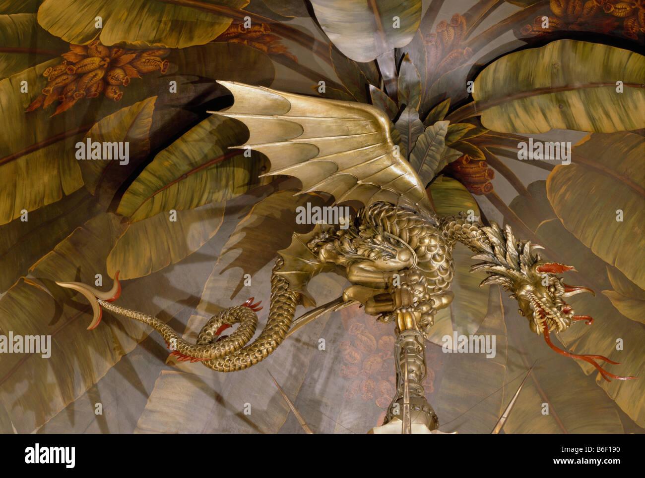 Royal Pavilion Brighton. Dragon on Banqueting Room gasolier - Stock Image