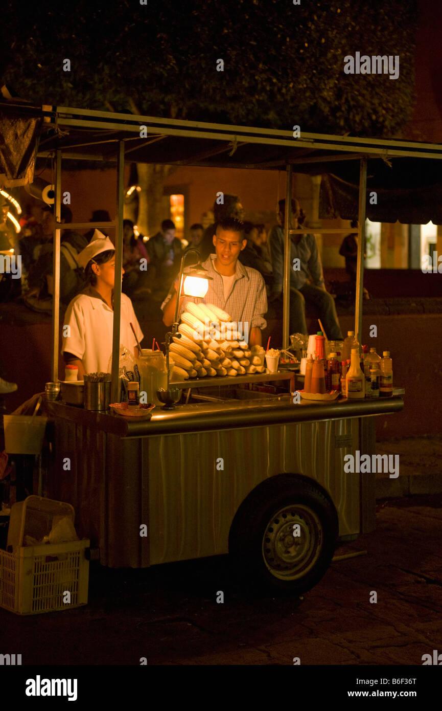 Street Corn Vendors on Friday Night, the Jardin Square, San Miguel de Allende, MEXICO - Stock Image