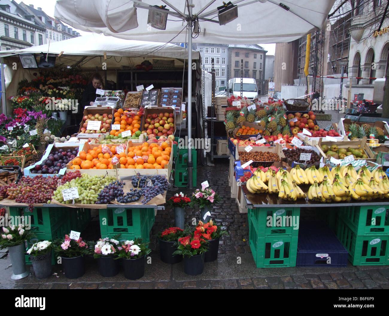 A market stall fruit and vegetables on Strøget in Copenhagen, Denmark. Strøget is the longest pedestrian - Stock Image
