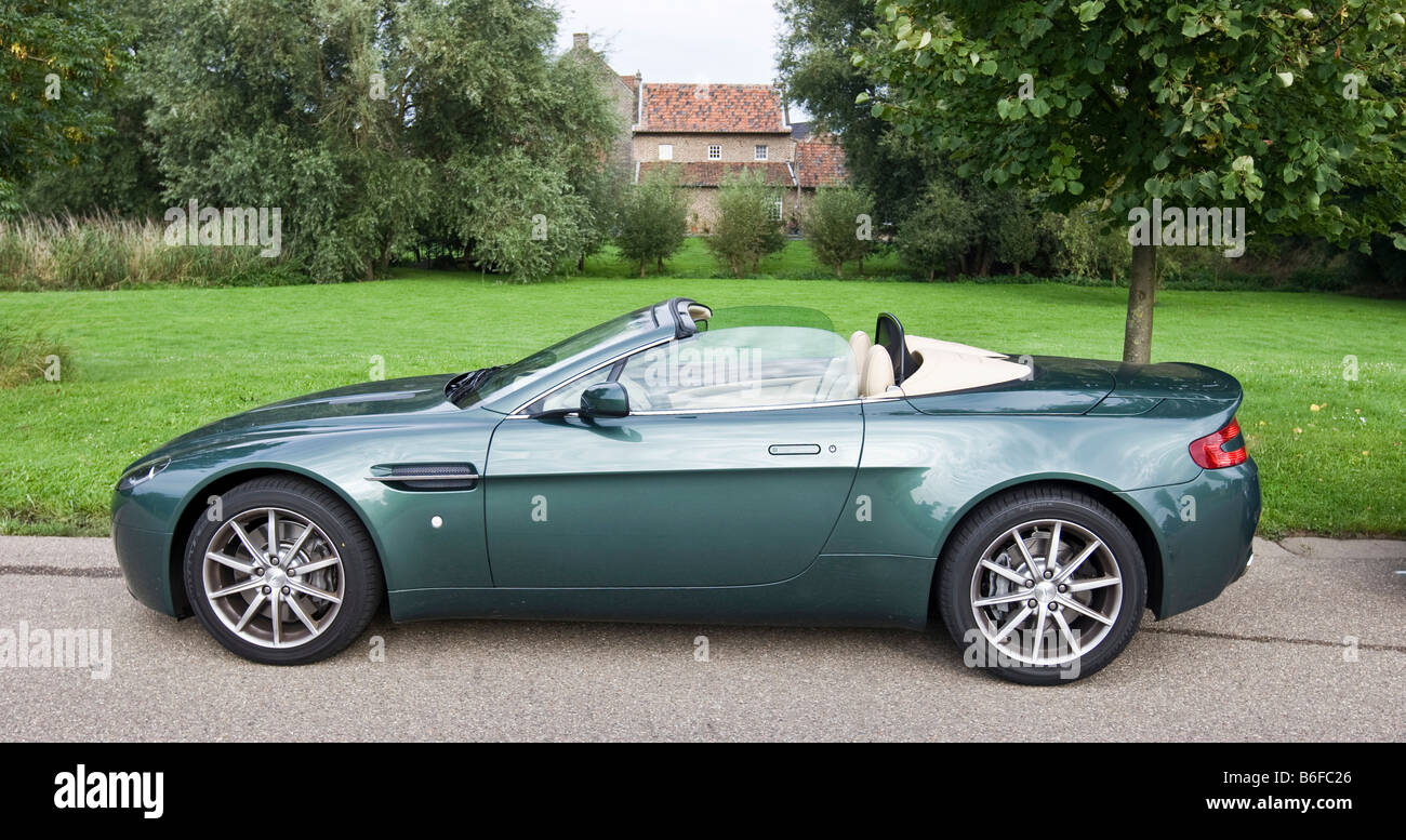 Aston Martin V8 Vantage Roadster Stock Photo Alamy