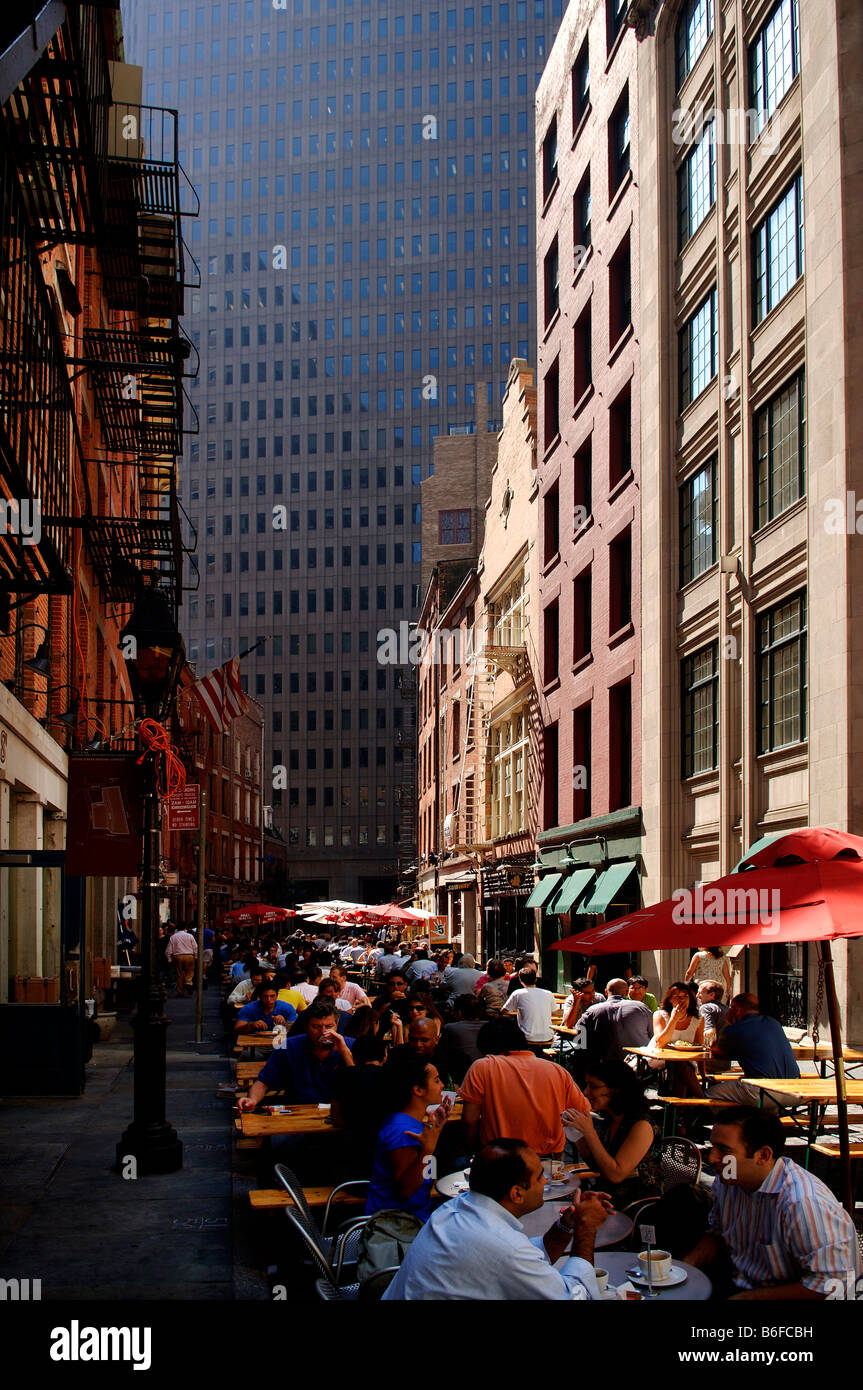 Busy street eateries during lunch time in Downtown, skyscrapers at back, New York City, USA - Stock Image