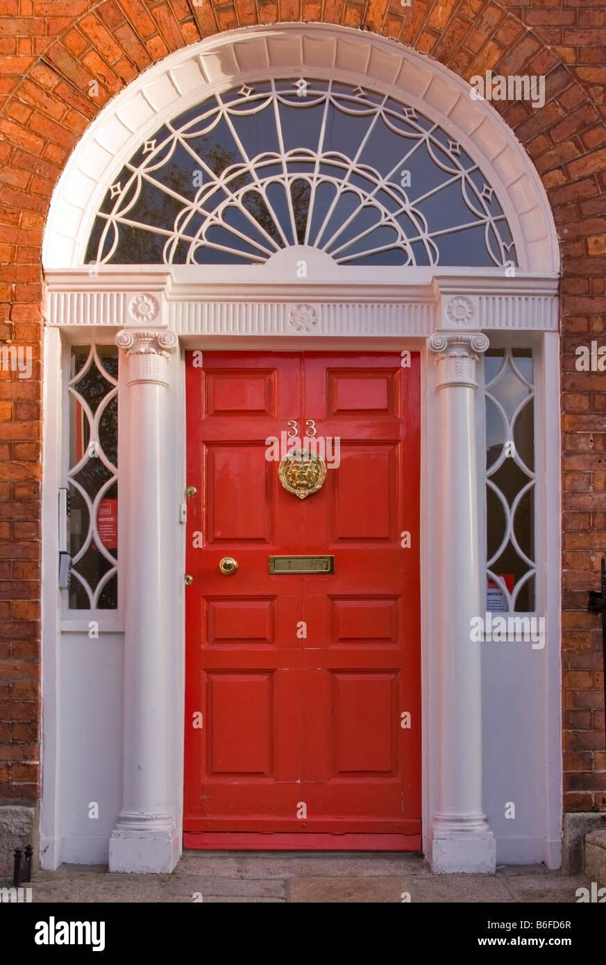 Red Front Door In The Famous Georgian Merrion Square Dublin Stock