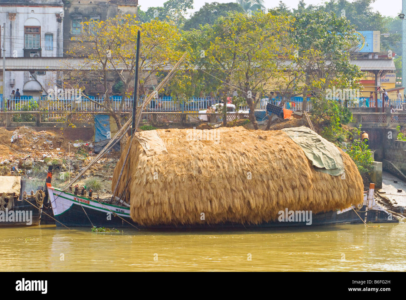 Boat on the river Hooghly, Kolkata, India, loaded with straw destined for the Potters' Market in Kumortuli. Stock Photo
