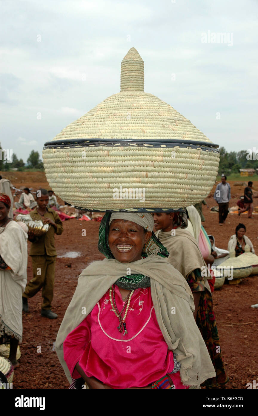 Woman carrying a large straw container on her head, Bahir Dar, Ethiopia, Africa Stock Photo